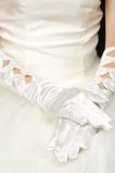 Guanti di nozze bianchi adatti di autunno a righe in satin caldo