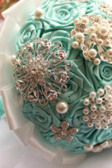Diamante perla mano in mano di fiori di nastro rose bouquet di nozze con fiore